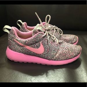 Nike Roshe Run Pink & Gray